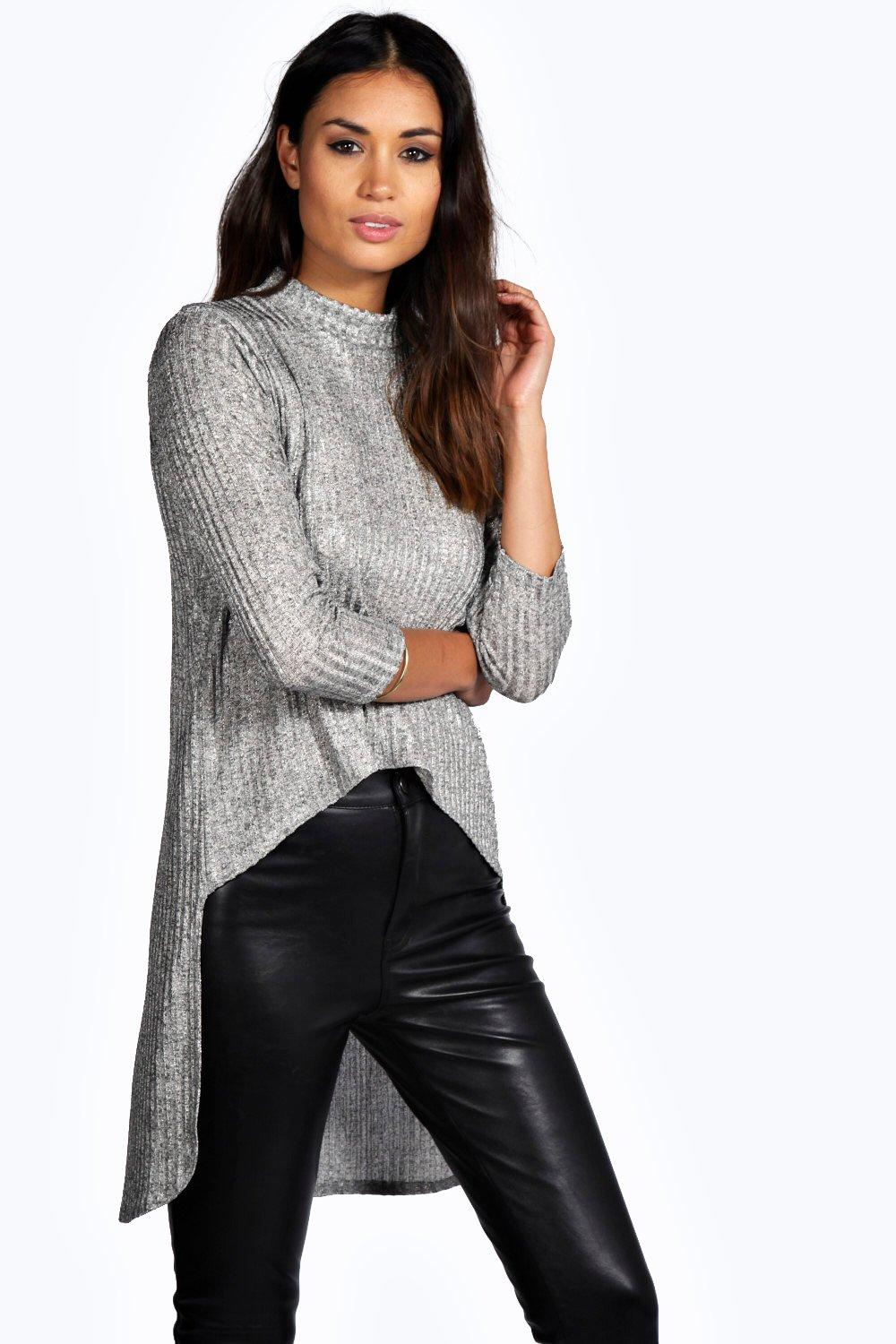Nothing tops off your look like a stylish women's shirt. Sears carries the latest women's tops in a wide variety of colors, sizes and designs. Whether you need blouses for the office, t-shirts for the weekend or tank tops for the gym, there are many options that can be .