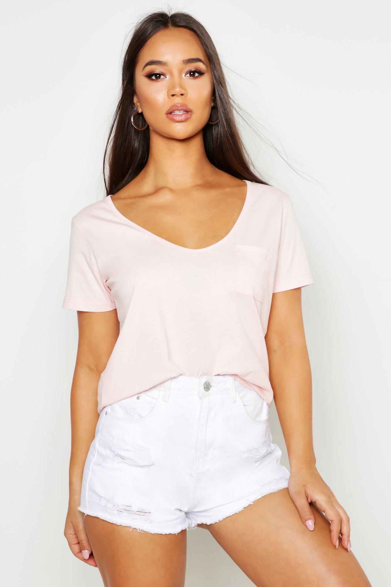 Womens T-Shirt mit V-Ausschnitt und Tasche - rose - 32, Rose - Boohoo.com