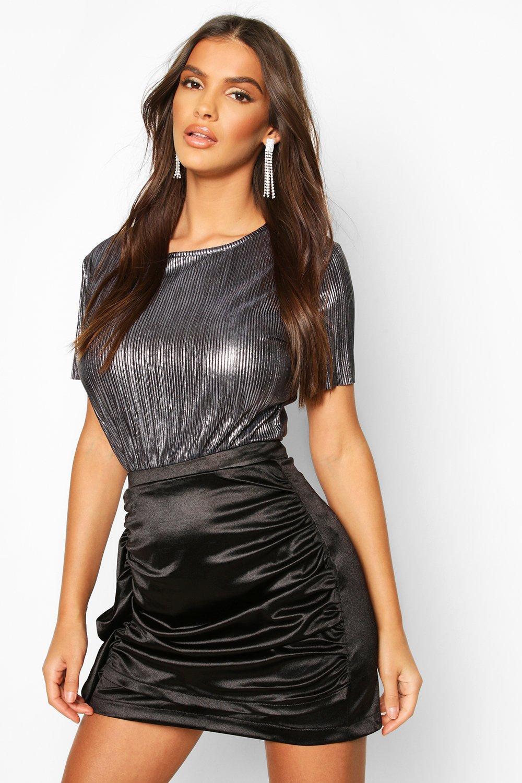 Womens Metallic-T-Shirt mit Zierfalten - schwarz - 32, Schwarz - Boohoo.com