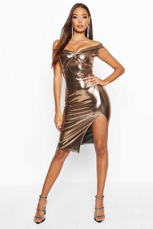 Миди платье с открытыми плечами в рубчик с перекрученным элементом