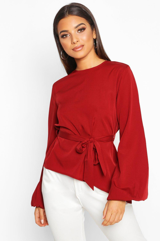 Womens Asymmetrische Bluse mit Ballonärmeln und Gürtel - beerenrot - 32, Beerenrot - Boohoo.com