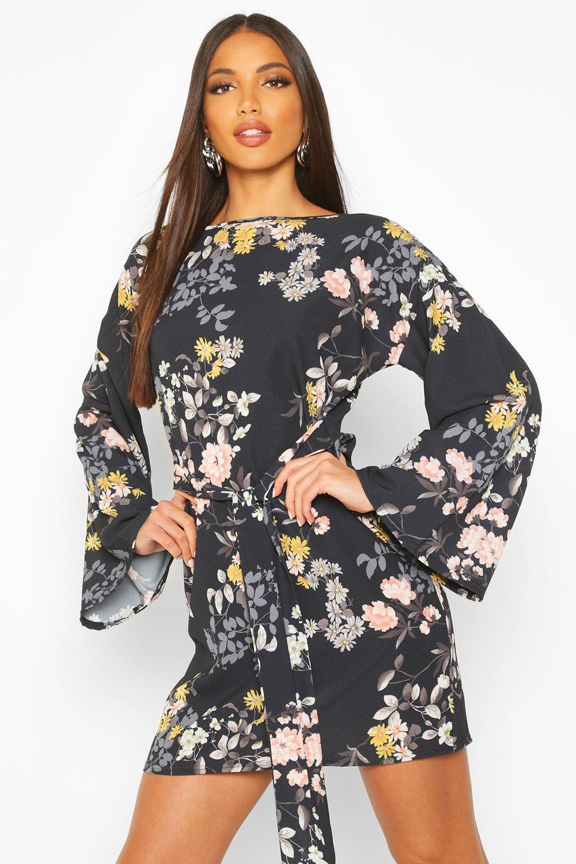 Womens Blusenkleid mit Blumenmuster und Gürtel - schwarz - 34, Schwarz - Boohoo.com