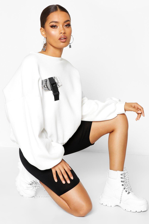 Womens Sweatshirt mit Tasche und Schnalle in Schlangen-Optik - creme - L, Creme - Boohoo.com