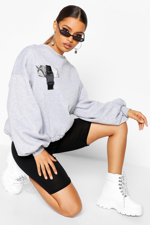 Womens Sweatshirt mit Tasche und Schnalle in Schlangen-Optik - Grau meliert - L, Grau Meliert - Boohoo.com