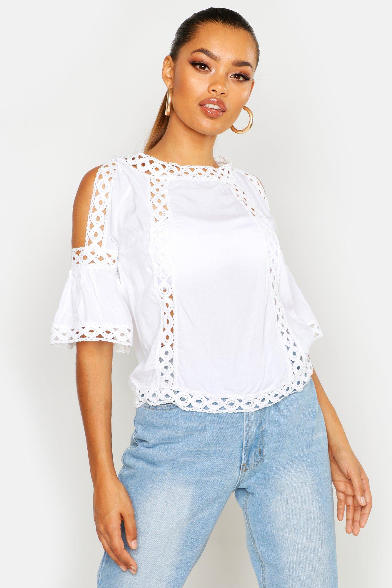 Womens Oberteil mit ausgeschnittenen Schultern und Cutout - Weiß - 32, Weiß - Boohoo.com