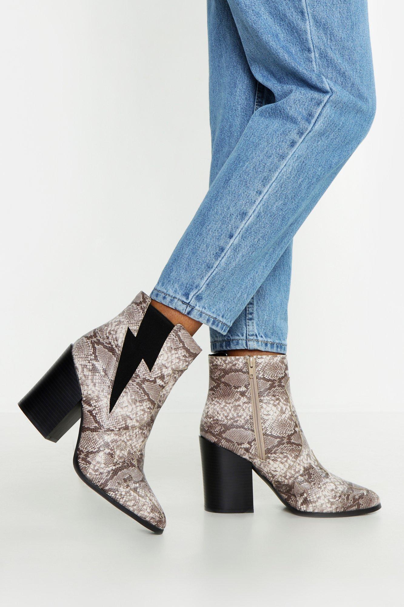 Купить Boots, Ботильоны на квадратном каблуке с остроконечным мыском, boohoo
