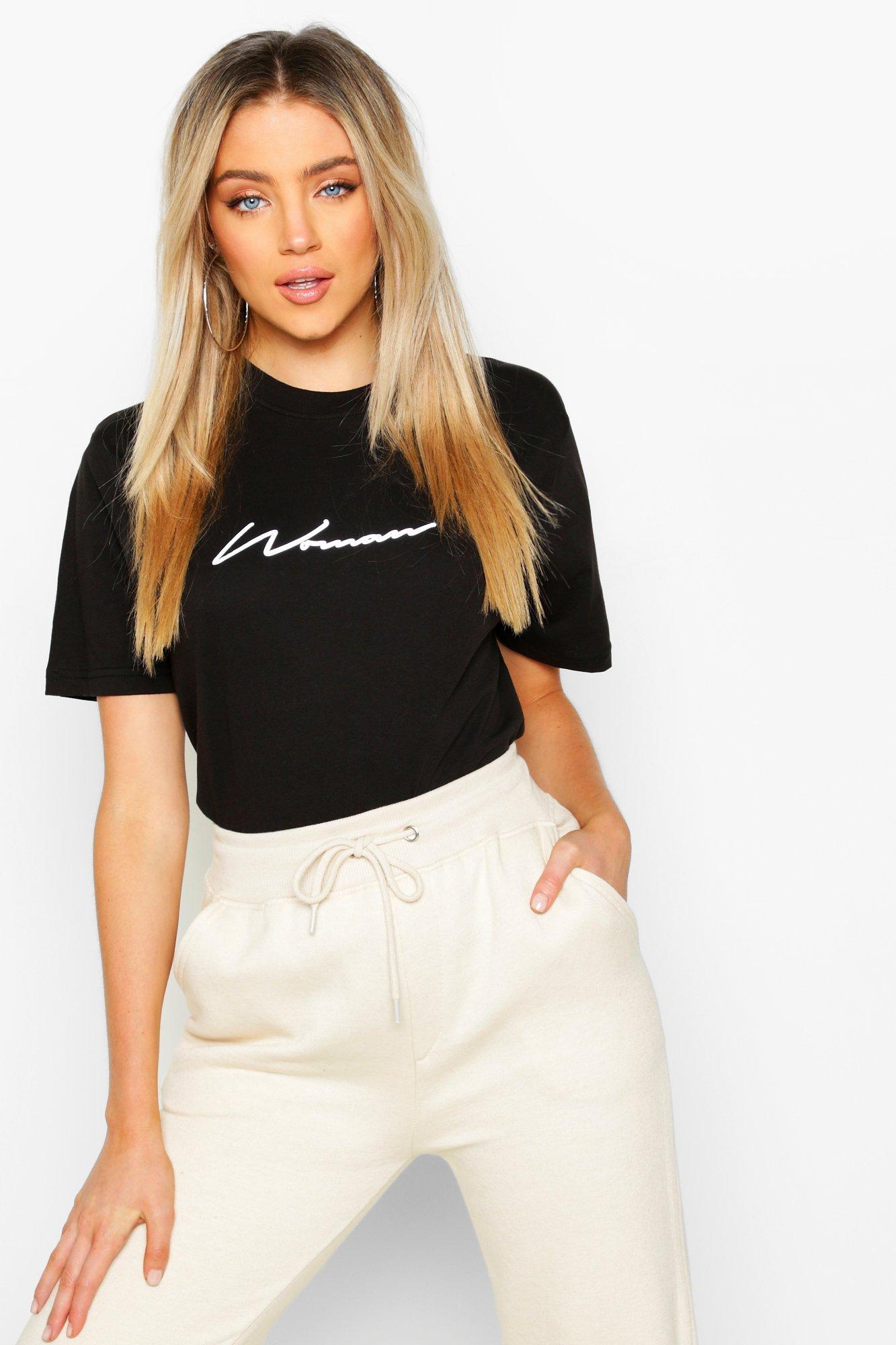 Womens T-Shirt mit reflektierendem Woman-Schriftzug - schwarz - 34, Schwarz - Boohoo.com