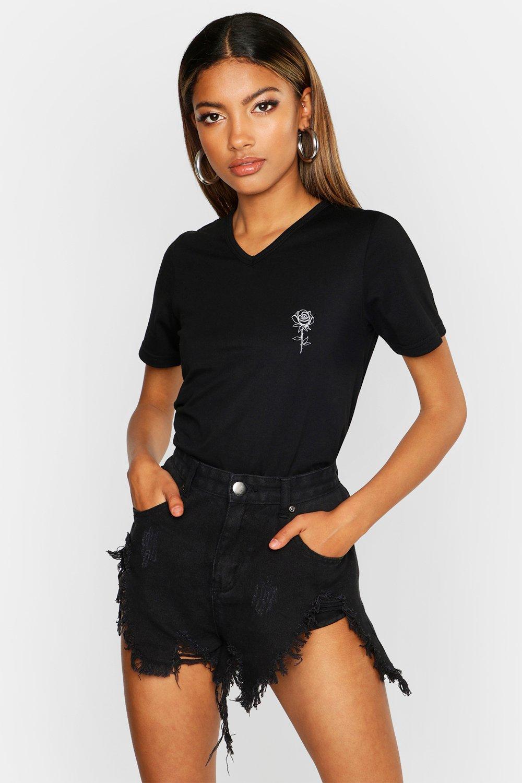 Womens T-Shirt mit V-Ausschnitt, Tasche und Rosen-Print - schwarz - 40, Schwarz - Boohoo.com