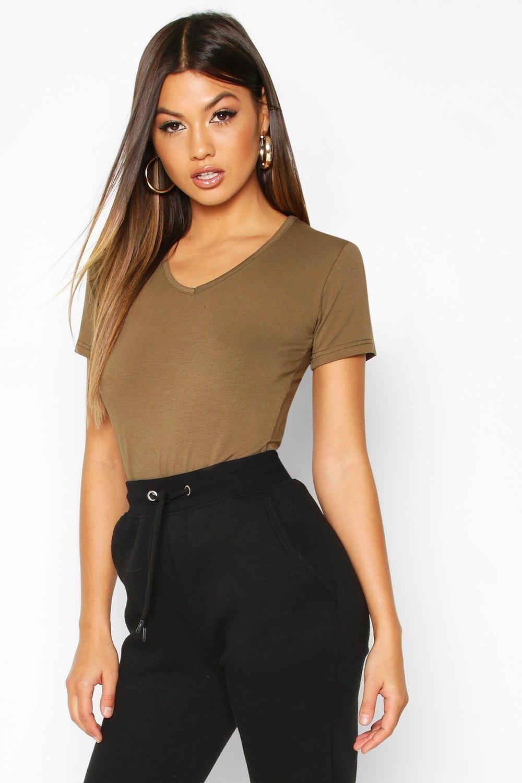 Womens T-Shirt mit V-Ausschnitt - olive - 38, Olive - Boohoo.com