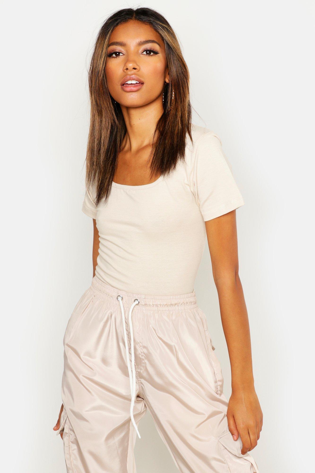Womens T-Shirt mit Karree-Ausschnitt - steingrau - 36, Steingrau - Boohoo.com
