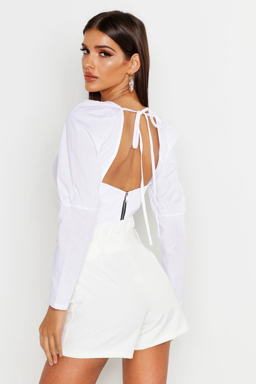 Womens Kurze Bluse mit Rießverschluss am tiefem Rückenausschnitt - white - 36, White - Boohoo.com