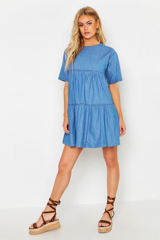 Womens Gestuftes Jeanskleid mit kurzen Ärmeln - Mittelblau - 32, Mittelblau - Boohoo.com