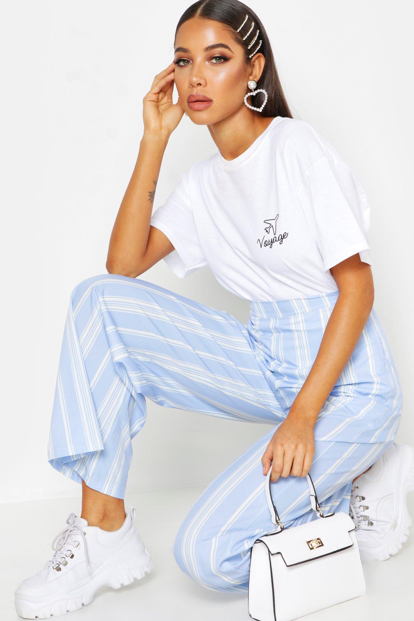 """Womens T-Shirt """"Voyage"""" mit Print und Tasche - Weiß - S, Weiß - Boohoo.com"""