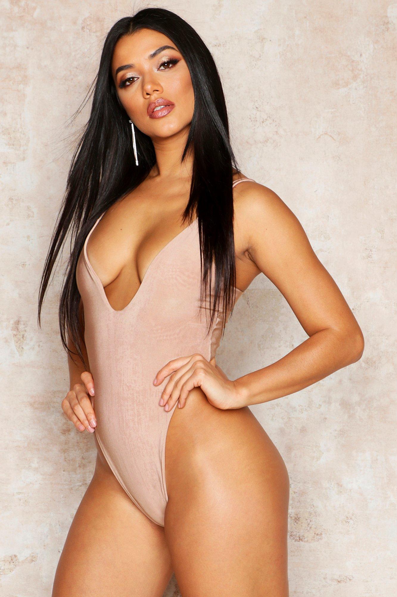 Womens Doppellagiger Body mit extrem tiefem Ausschnitt - Mokkabraun - 40, Mokkabraun - Boohoo.com