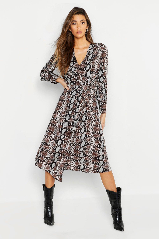 Купить К нам поступают платья, Платье миди на пуговицах спереди со змеиным принтом, boohoo