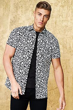 Camicia a maniche corte con colletto risvoltato e stampa leopardata e nera