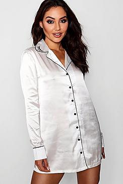 Peyton Wink Nachthemd mit besticktem Kragen - Boohoo.com