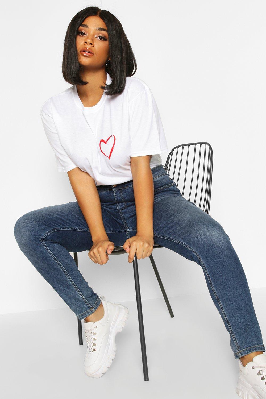 Womens Plus T-Shirt mit Herzchen-Print auf der Tasche - Weiß - 44, Weiß - Boohoo.com