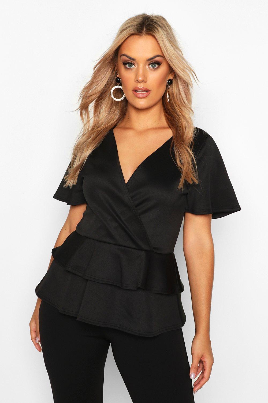 Womens Plus geripptes Wickeloberteil aus Neoprenstoff mit überschnittenen Schultern und Schößchen - schwarz - 54, Schwarz - Boohoo.com