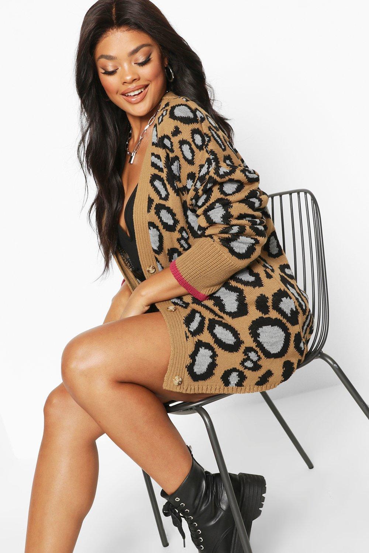 Womens Plus Oversized Cardigan mit Leoparden-Print und Knopfleiste - kamelhaarfarben - 42, Kamelhaarfarben - Boohoo.com