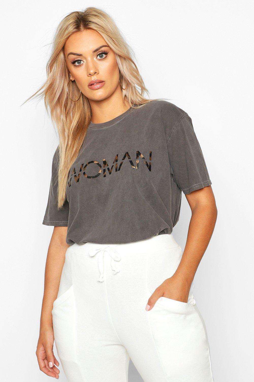 """Womens Plus T-Shirt mit Leoparden-Print, Washed-Effect und """"Woman""""-Slogan - anthrazit - 42, Anthrazit - Boohoo.com"""