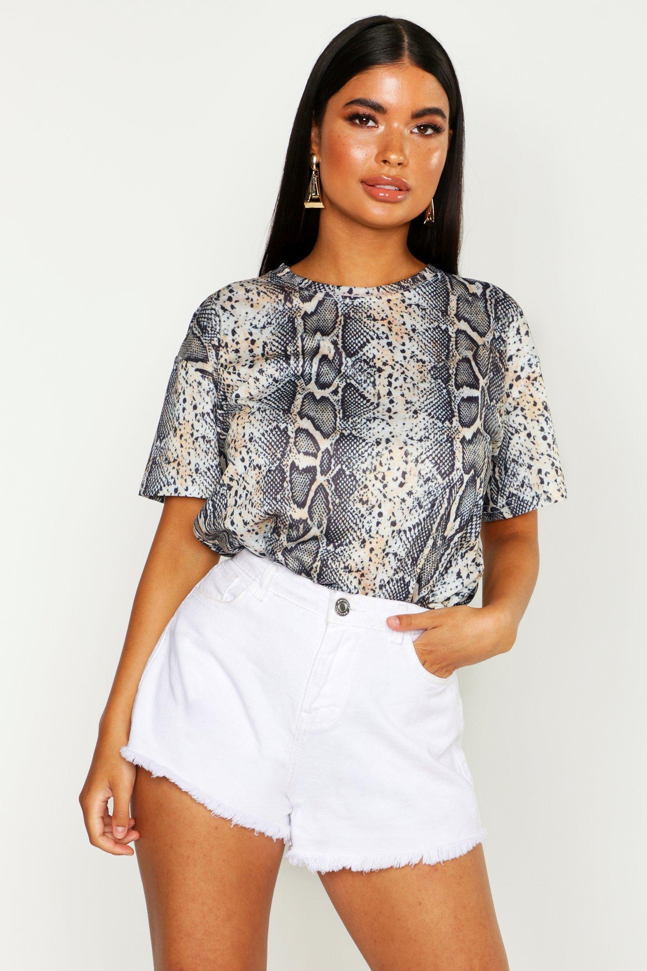 Womens Petite T-Shirt mit abgestimmtem Schlangen-Print - Braun - 30, Braun - Boohoo.com