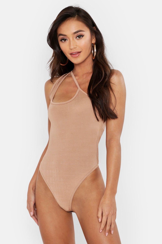 Womens Petite One-Shoulder-Body aus glänzendem Jersey mit Cut-Out - kamelhaarfarben - 36, Kamelhaarfarben - Boohoo.com