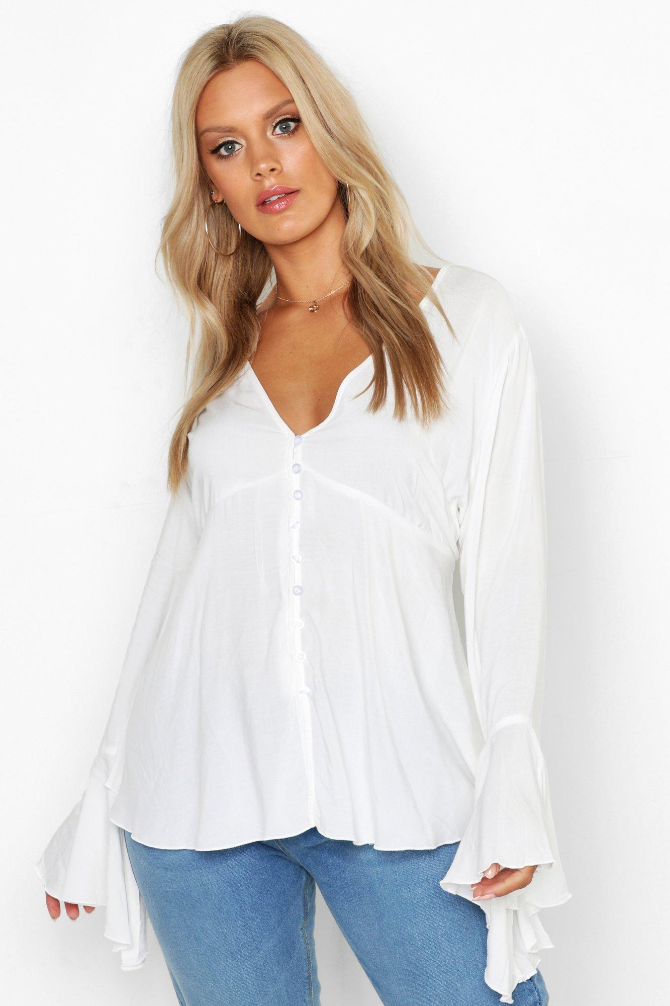 Womens Plus Tief ausgeschnittene Bluse mit ausgestellten Ärmeln und Knopfleiste - Weiß - 48, Weiß - Boohoo.com