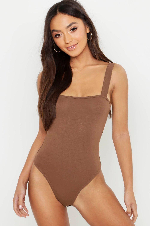Womens Petite Body mit breiten Trägern und Karree-Ausschnitt - Schokoladenbraun - 38, Schokoladenbraun - Boohoo.com