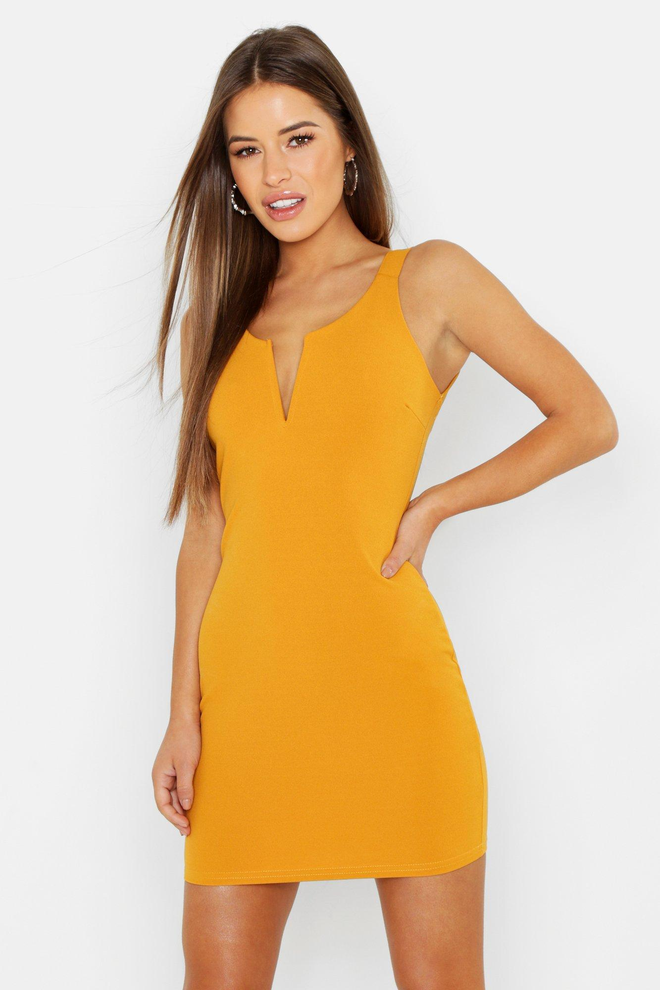 Купить Dresses, Из коллекции <Petite> - Сарафан с перекрещенной спиной и V-отделкой, boohoo