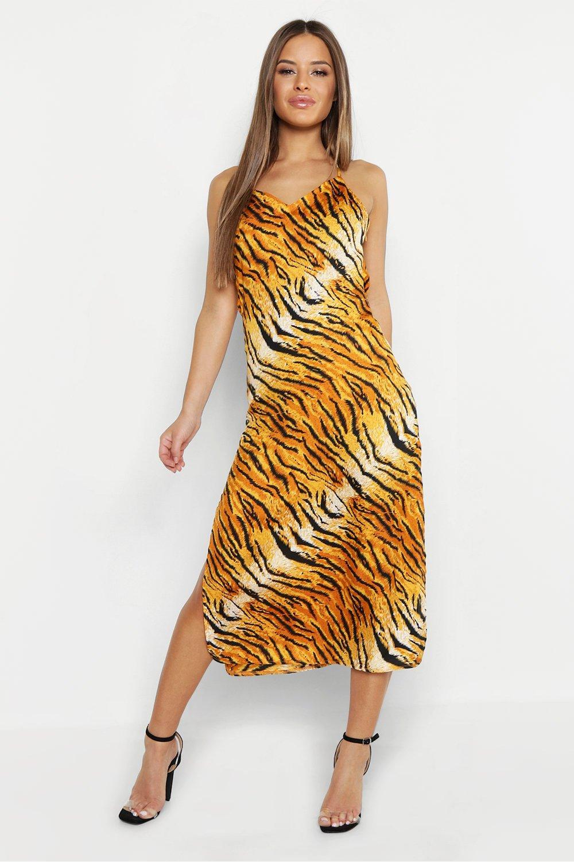 Купить К нам поступают платья, Из коллекции <Petite> - платье-комбинация из атласа с воротником-хомутом и тигровым принтом, boohoo
