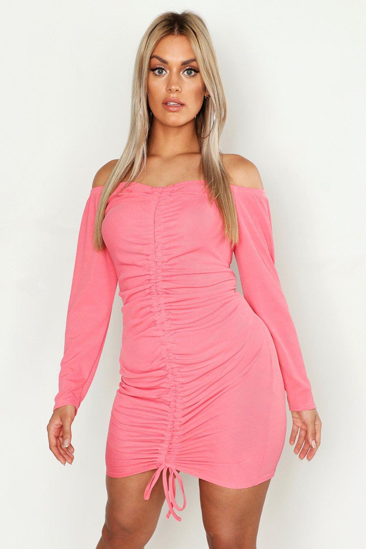 Купить К нам поступают платья, Плюс сайз - облегающее платье с вырезом лодочкой со сборками спереди, boohoo