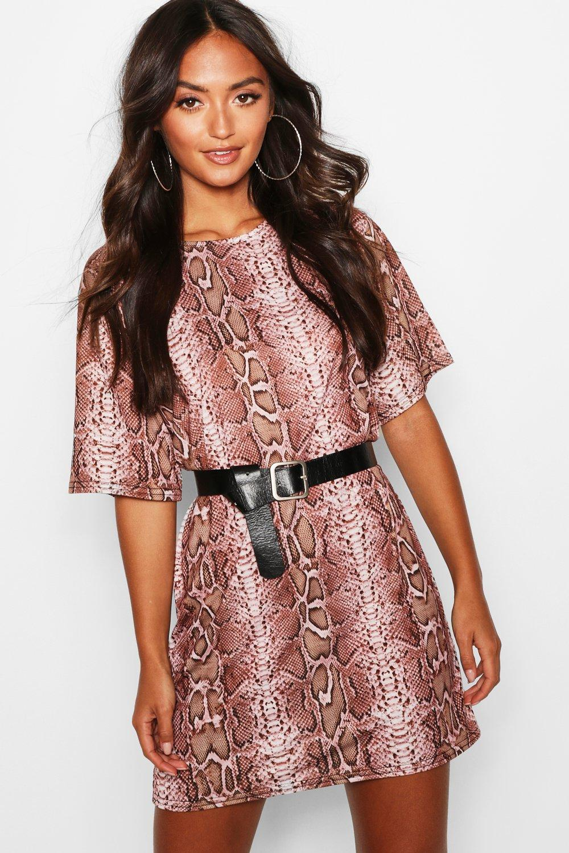 Womens Petite übergroßes T-Shirt-Kleid mit Schlangen-Print - rosé - 30, Rosé - Boohoo.com