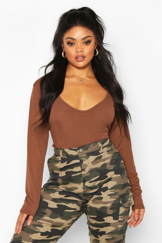 Womens Plus schlichter gerippter Bodysuit mit tiefem Ausschnitt - Schokoladenbraun - 56, Schokoladenbraun - Boohoo.com