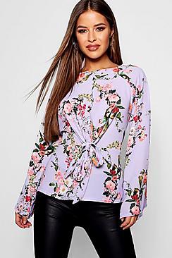 Petite gewebte Bluse zum Binden vorne in Blumen-Print - Boohoo.com