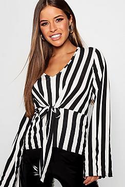 Petite schwarz-weiße Bluse mit gedrehtem Vorderteil zum Binden - Boohoo.com