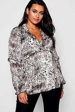 Plus gerüschte Bluse mit tiefem Ausschnitt in Animal-Print - Boohoo.com