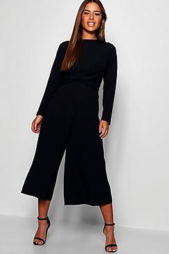 Petite Jumpsuit mit Hosenrock und vorderem Knoten - Boohoo.com