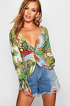 Petite bedruckte Bluse mit gedrehtem Vorderteil - Boohoo.com
