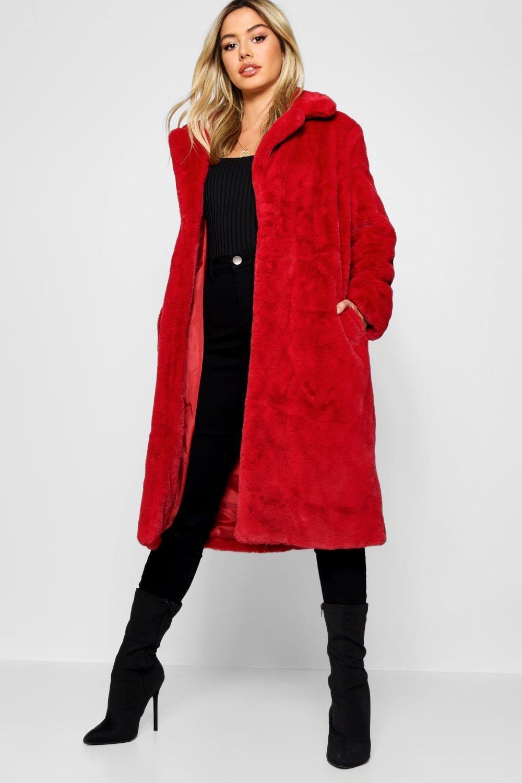 Купить Coats & Jackets, Пальто Luxe из искусственного меха маленького размера, boohoo