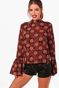 Petite High Bluse mit mit Gobelin ausgestellten Bündchen - Boohoo.com