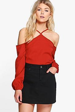 Petite Una Bluse aus Webmaterial mit ausgeschnittenen Schultern - Boohoo.com