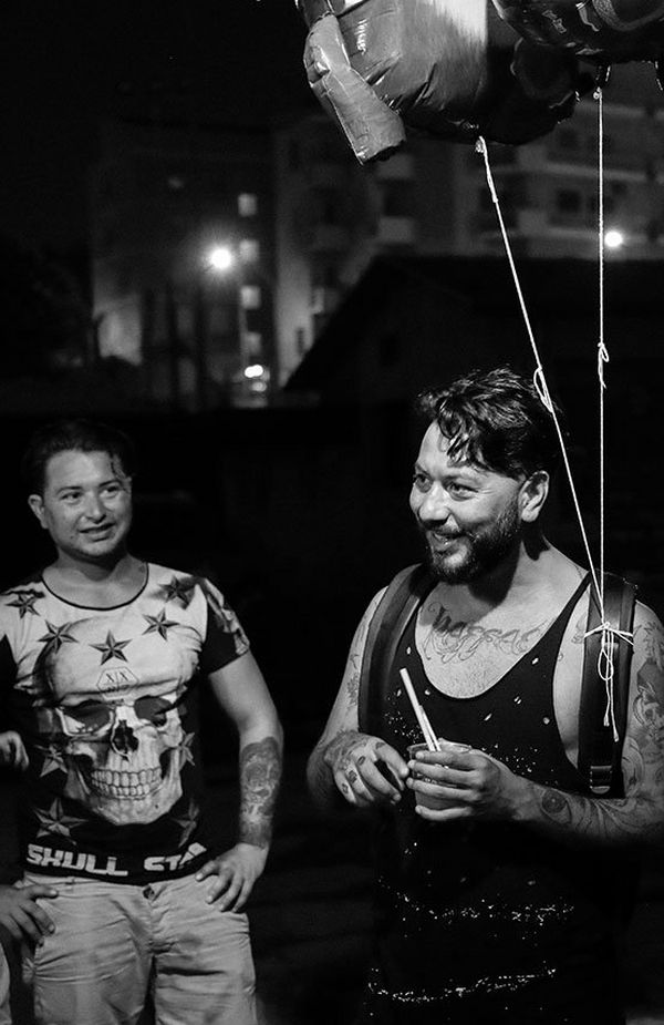 Low light candid of gypsy men with EOS 5D Mark IV