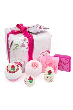 Bomb Cosmetics Gift Pack: Rose Garden