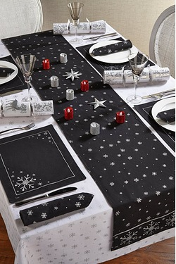 8 Pack Silver Snowflake Placemats a...
