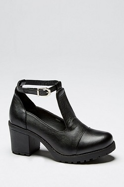 Girls Chunky Heeled Shoe