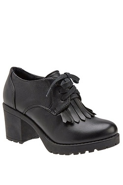 Girls Shoe With Fringed Detail
