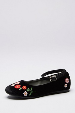 Girls Emily Embroidered Pumps