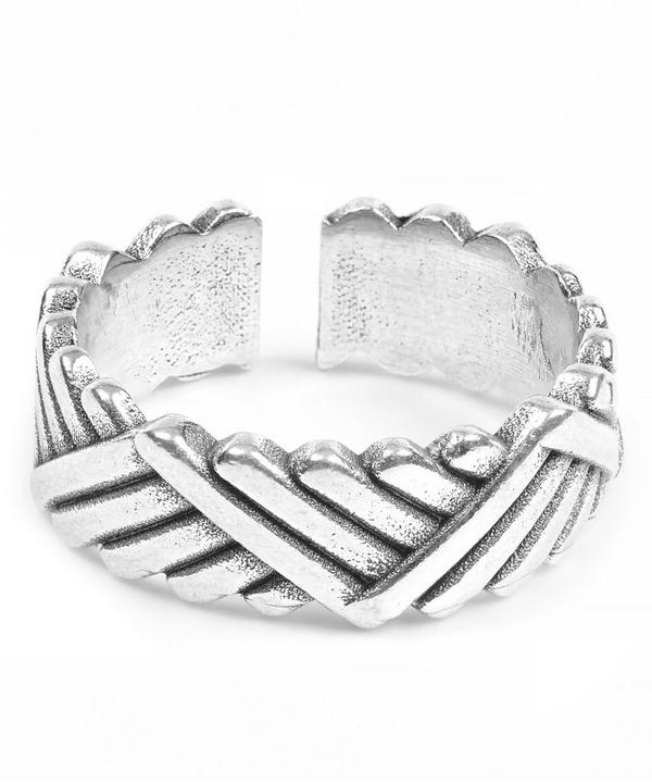 Diagonal Patterned Ben Ring