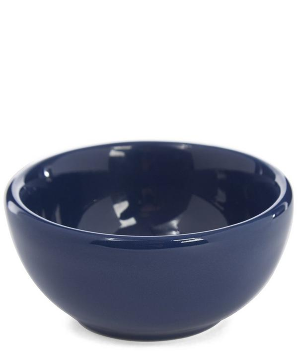 Add a little charm to your dining-ware collection with the Fishs Eddy nut bowl in this timeless navy tone.